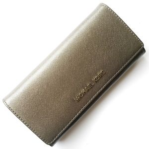 🆕 Michael Kors Jet Set Travel Wallet